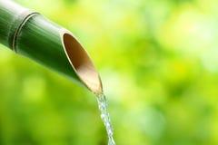 传统竹喷泉 免版税库存图片