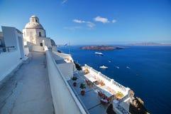 传统建筑学在圣托里尼海岛,希腊上的Fira 免版税库存照片