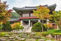 传统建筑学老大厦寺庙在韩国 免版税库存图片
