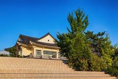 传统建筑学老大厦或寺庙在韩国 免版税库存图片