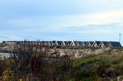 传统红色瑞典村庄房子 免版税库存图片
