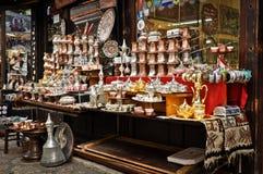 传统纪念品在商店在萨拉热窝 免版税库存图片
