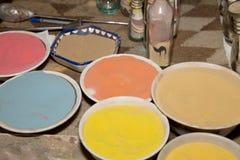 传统纪念品的多彩多姿的沙子在约旦 免版税图库摄影