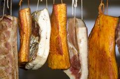 传统罗马尼亚熏制的肉 免版税库存照片