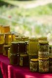 传统罗马尼亚蜂蜜瓶子 免版税库存图片