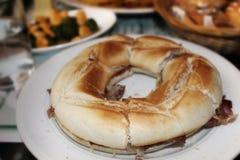 传统罗什卡三明治用火腿在一家餐馆在马德里,西班牙 免版税图库摄影
