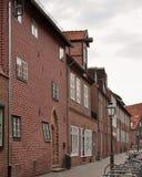 传统老德国房子在Luneburg,德国 黏附在门面外面的片段 免版税图库摄影