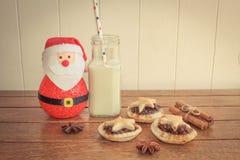 传统自创肉馅饼和牛奶 图库摄影