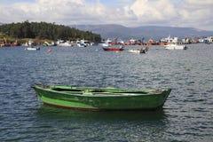 传统绿色渔船 库存图片