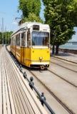 传统黄色电车在中央布达佩斯 库存照片