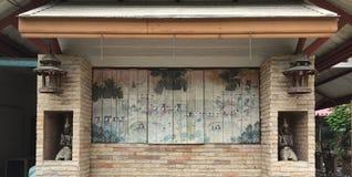 传统艺术在窗口里 免版税库存图片