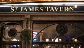 传统英国客栈圣詹姆斯小酒馆伦敦英国 免版税库存照片
