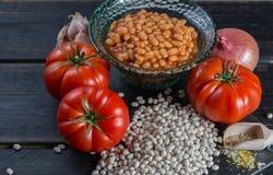 传统英国食物-在西红柿酱的被烘烤的白豆和 图库摄影