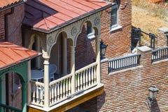 传统英王乔治一世至三世时期建筑学:木阳台和石头加州 图库摄影