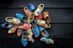 传统荷兰木鞋子 免版税库存照片