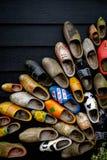 传统荷兰木鞋子 免版税库存图片