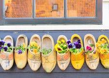 传统荷兰语的鞋子 免版税库存照片