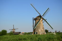 传统荷兰风车在小孩堤防著名地方,联合国科教文组织世界遗产 荷兰 免版税库存图片