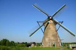 传统荷兰风车在小孩堤防著名地方,联合国科教文组织世界遗产 荷兰 免版税图库摄影