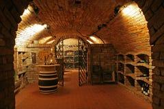 传统葡萄酒库内部 库存照片
