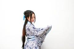 传统蓝色和白色Hanfu礼服的Aisan中国妇女 免版税库存照片