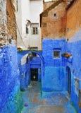 传统蓝色房子在舍夫沙万 库存图片