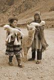 传统衣物的孩子 免版税图库摄影