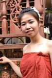 传统衣物的微笑的少妇 图库摄影