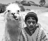 传统衣物的未认出的孩子 免版税库存图片
