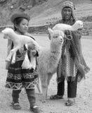 传统衣物的未认出的孩子 免版税库存照片