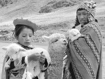 传统衣物的未认出的孩子 图库摄影