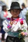 传统衣物的年轻盖丘亚族人的女孩 免版税库存图片