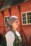 传统衣裳的丹麦女孩在gamle Ahrus 库存图片