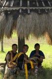 传统衣裳的弗洛勒斯印度尼西亚人们 库存照片