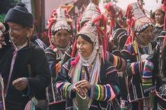 传统衣裳的未认出的Akha土产小山部落妇女 亚洲种族部族小组 普遍的游客旅行destinatio 图库摄影