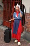 传统衣裳的年轻荷兰妇女 免版税图库摄影