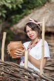传统被绣的衬衣的乌克兰人孕妇 图库摄影