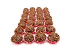 传统巴西巧克力糖称brigadeiros从上面被看见 库存照片