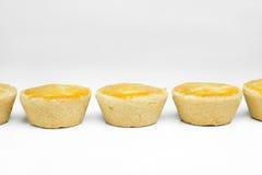 传统巴西微型鸡饼称empada并行在白色背景中 免版税库存照片