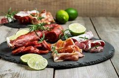 传统西班牙塔帕纤维布或意大利开胃小菜 免版税库存图片