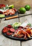 传统西班牙塔帕纤维布或意大利开胃小菜 免版税图库摄影