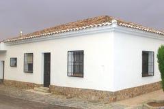 传统西班牙房子在卡斯提尔拉曼查 免版税库存照片