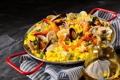 传统西班牙肉菜饭la玛格丽塔酒 库存照片