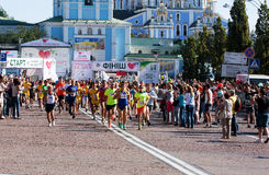 传统许多马拉松在基辅告诉了Chestnut Run 开始  库存照片