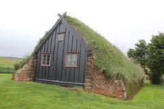 传统象草的教会,冰岛 免版税库存图片