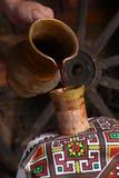 传统酒倾吐 库存图片