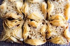 传统阿拉伯甜点果仁蜜酥饼用核桃,胡桃 免版税图库摄影