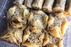 传统阿拉伯甜点果仁蜜酥饼用核桃,胡桃 库存照片