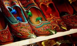 传统阿拉伯的鞋子 免版税库存照片