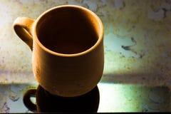 传统阿拉伯黏土杯 库存图片